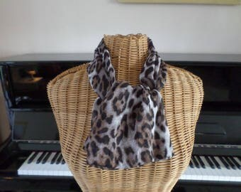 scarf made with an ecru background with Black jersey fabric