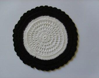 Doily crochet black and white 16cm