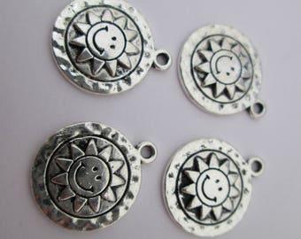 4 breloque cercle soleil souriant 16 x 15 mm en métal argenté