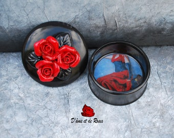 "Box black with three red roses ""Go"""