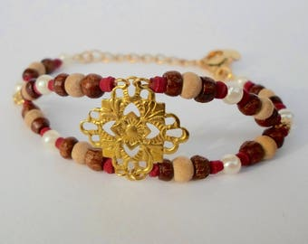 Bracelet style ethnic oriental thousand and one nights in plated gold, wooden beads and filigree gold brass