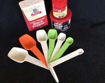 Vintage Tupperware 7 measuring spoons, vintage bridal gift, retro kitchen gift, modern Tupperware, multi color Tupperware, MCM kitchen uten