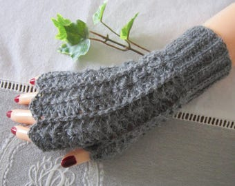 Mittens creating crocheted Alpaca with thumb, gray, point lace