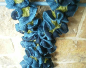 scarf blue ruffle and lime, knitted wire Ribbon