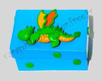 Box decorative little green dragon