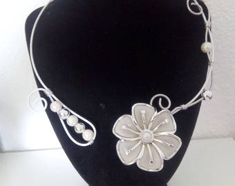 White and silver aluminum necklace
