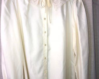 Vintage Lace Collar Judy Bond Button down
