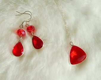 Red faceted glass pendants and silver set