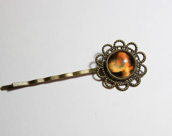 a cabochon, Glas and bronze glass Bobby pin