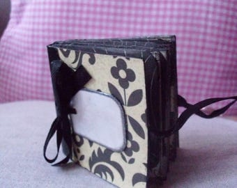 """Micro book """"Very Cic"""" with tags"""