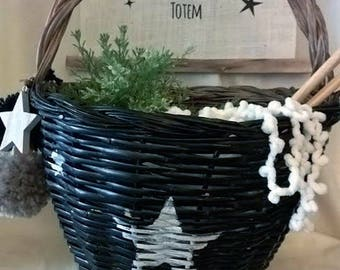 BASKET WOVEN WITH A HANDLE