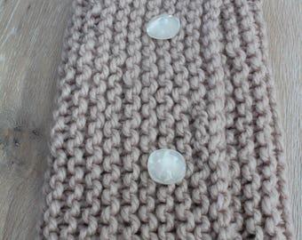 Echarpe-col beige tricoté à la main