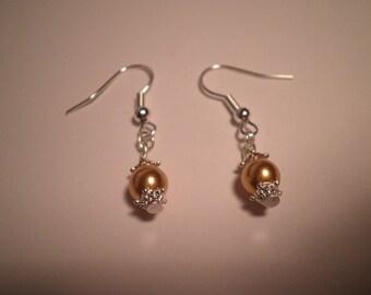 01137 - Gold glass Pearl Earrings