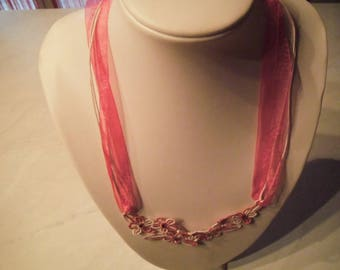 Gradient pink lace necklace