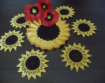Doilies 'sunflowers' set of 6 small + 1 large handmade yellow, Brown and caramel.