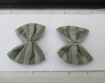 set of two bows