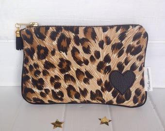 Leopard clutch. Leopard Kit. Makeup pouch. Padded pouch. Leopard print.