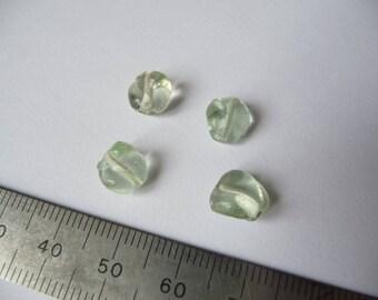 Set of 4 light green crinkled, 8 mm beads