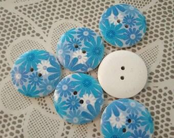 1 large 3 cm button, blue floral design