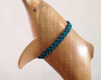 Friendship Bracelet pattern green and blue spike