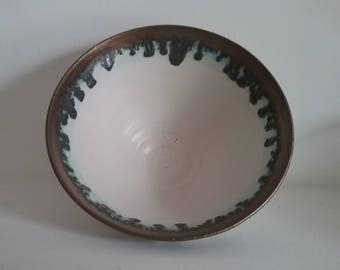 White and gold stoneware bowl