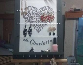 Wear jewelry for bracelets, earrings, necklaces...