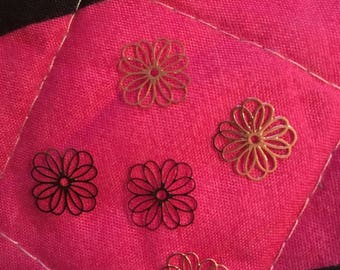 set of 5 charms print flower pink gold metal with 1 cm approx with hole 1 mm