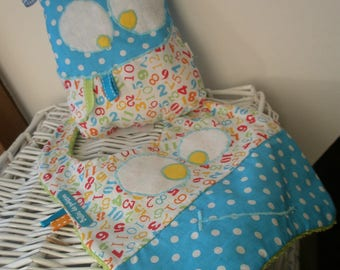 "blanket and bib ""everything rigolooo"" turquoise and white"