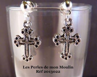 1 pair earrings worked cross / 2013022