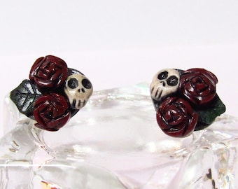 Skull and Red Rose Stud Earrings - Handmade polymer clay charms - Horror jewelry - gothic jewelry - Halloween earrings - Creepy earrings