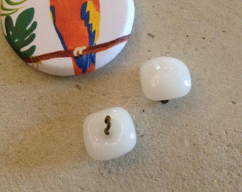 White ceramic buttons set