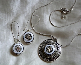 SINGLE EARRING WITH PENDANT CLIPPED SNAPS AND ADORNMENT