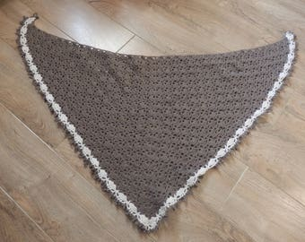 Brown and beige crochet shawl and its shabby chic brooch