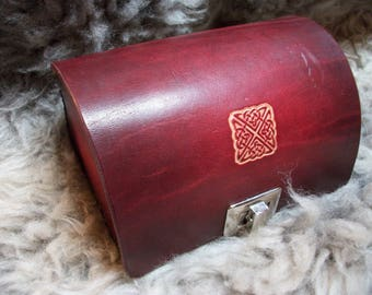 Red intertwining pattern leather case