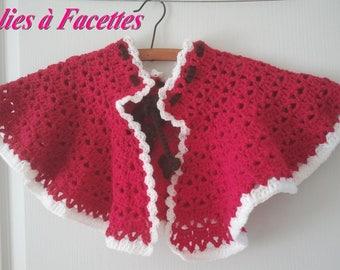shoulder Cape framboisine and white crochet