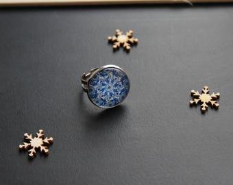 Flower blue/white retro chic ring, glass cabochon