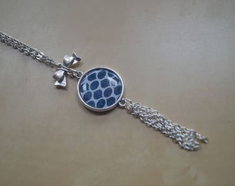 Cabochon necklace with chain tassel