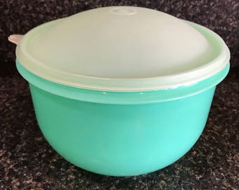 Tupperware Jade Mixing Bowl with Lid