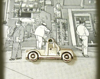 Antique silver pickup truck charm