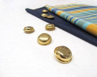 Metal gilded buttons-practical and lightweight