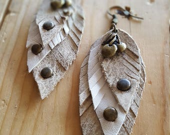 Leather earrings beige cherry leafs