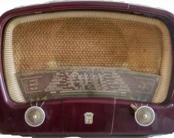Vintage Bluetooth RA 352 RADIOLA radio is from 1952
