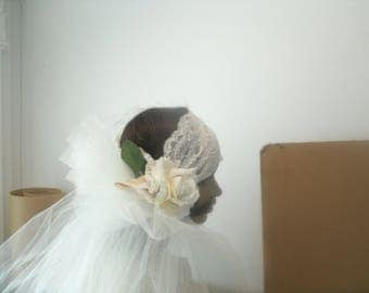 ivory lace flapper headpiece with long ivory tulle veil