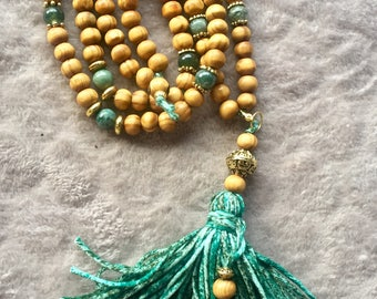 Green jade and natural wood beads necklace