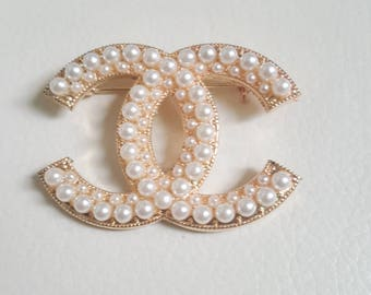 Brooch pearl Cc letter pin