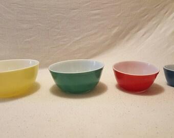 Pyrex Mixing Bowls set