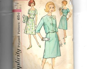 Simplicity Misses' and Women's One-Piece Dress and Jacket Pattern 4404