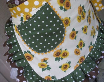 Aprons - Sunflower Aprons - Aprons with Sunflowers -  Womens Half Aprons  - Yellow Sunflower Aprons - Annies Attic Aprons