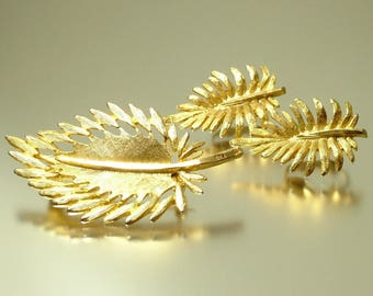 Vintage estate 1960s leaf leaves, gold plated brooch pin & stud clip on earrings costume set - jewelry jewellery