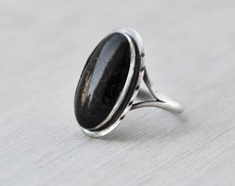 Vintage Sterling Silver Oval Ring - polished buffalo horn cabochon - brown black cab stone - Size 8.25